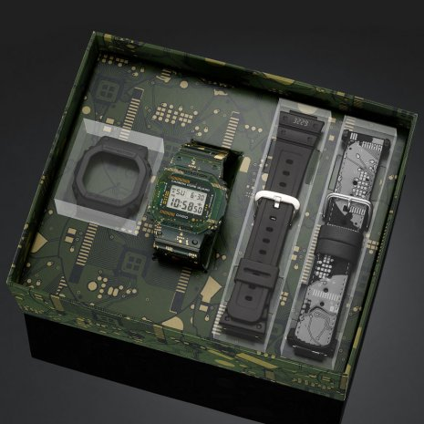 Limited Edition digital G-Shock with exchangeable bezel and 2 extra straps Collection Printemps-Eté G-Shock