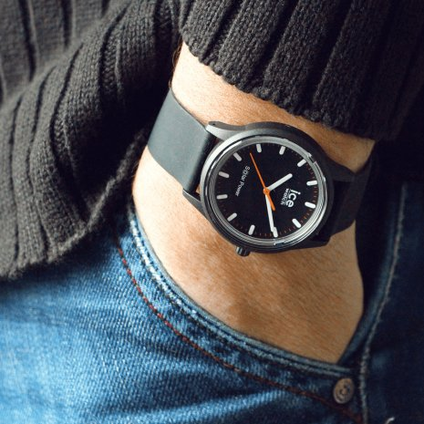 Black solar powered quartz watch Collection Printemps-Eté Ice-Watch