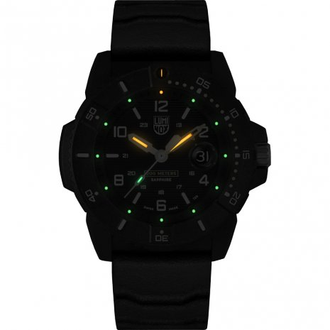 Swiss Made Black Carbon Watch with date bubble Collection Printemps-Eté Luminox